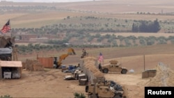 Arhiva - Snage SAD uspostavljaju novu bazu u Manbiju, Sirija, 8. maj 2018.