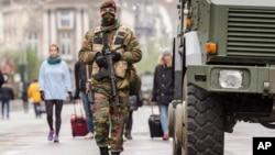 比利时军人在布鲁塞尔街头巡逻