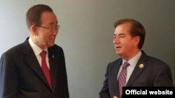 دیدار دبیرکل سازمان ملل (چپ) با رئیس کمیته امور خارجی مجلس نمایندگان آمریکا در کالیفرنیا