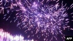 Pháo bông sáng rực bầu trời Berlin đánh dấu kỷ niệm 20 năm nước Ðức thống nhất