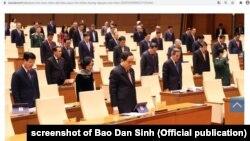 Quốc hội Việt Nam mặc niệm một đại biểu quốc hội và các nạn nhân lũ lụt ở miền trung; 20/10/2020