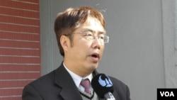民进党立委黄伟哲(美国之音申华拍摄)