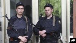 რუსეთის პოლიციამ ორშაბათს მოსკოვში ოპოზიციის ლიდერების სახლებში რეიდები მოაწყო