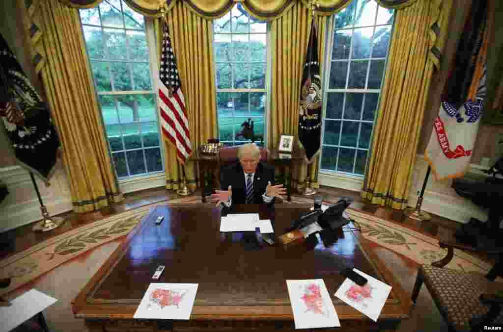 صدر ڈونلڈ ٹرمپ نے 27 اپریل 2017 کو وائٹ ہاؤس کے اوول آفس میں برطانوی خبر رساں ادارے کو انٹرویو دیا۔