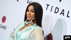 Top 5 Billboard: Sự thống trị của một nữ rapper