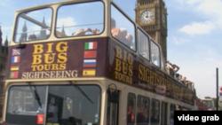 奥运期间伦敦街头的双层敞篷观光巴士