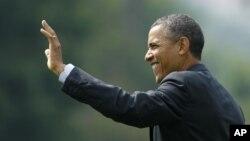 El padre de Obama nació en Kenia y la madre es una estadounidense blanca de Kansas.