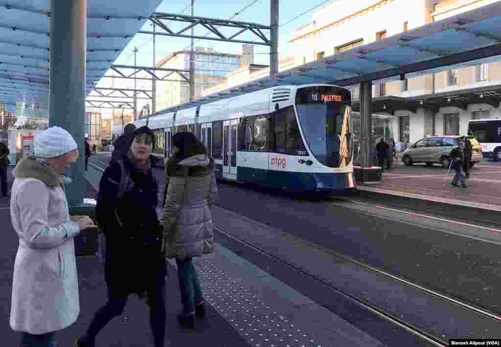 ميدان كرناويان مركز توقف تعداد زيادي از اتوبوسهاي شهري و قطارهاي بين شهريست.