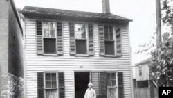 Author Mark Twain's boyhood home is now preserved as a museum in Hannibal, Missouri.