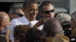 奥巴马在坦帕市向支持者发表讲话之后