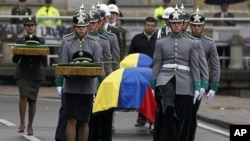 Colombian honor guards carry the coffins of four members of the security forces during their funeral at Bogota's cathedral, November 29, 2011. Colombian FARC rebels executed four members of the security forces during a botched mission to free them from a