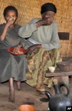 Ritual surgeon Kemisie Ashebo and her uncircumcized grand daughter