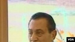 Presiden terguling Mesir, Hosni Mubarak. Jajak pendapat Pew mencatat perubahan sikap terhadap demokrasi di Mesir tahun ini pasca-mundurnya Mubarak.