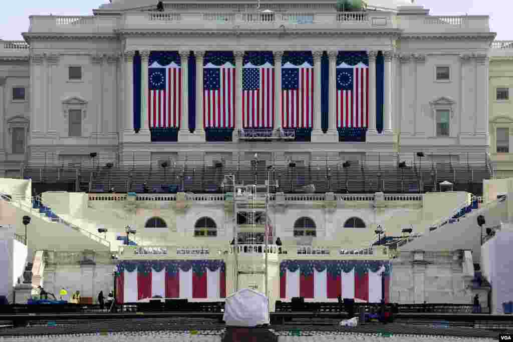 Preparations continue at the U.S. Capitol in Washington, D.C., for the inauguration of Donald Trump as the 45th president of the United States. (Photo: B. Allen/VOA)