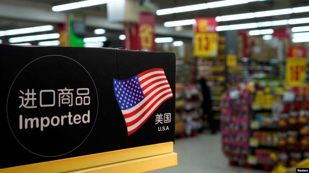 中国上海一家超市里的美国进口商品 (2018年4月3日)