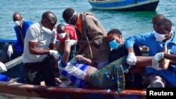 Shughuli za uokoaji zikiendelea katika ajali ya Ferry MV Nyerere katika ufukwe wa kisiwa cha Ukerewe, ziwa Victoria, Tanzania, Septemba 21, 2018
