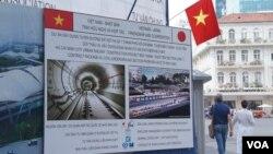 越南胡志明市正在兴建的107公里的地铁就是由日本ODA提供的资金,越南政府在每个日本援助的工程现场都有醒目的说明(美国之音歌篮拍摄)