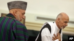 حامد کرزی ریس جمهور و اشرف غنی احمدزی ریس جمهور منتخب افغانستان (ارشیف)