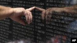 Арлингтонское клабдище. Мемориал ветеранам войны во Вьетнаме.