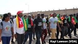 Marche du Front citoyen Togo debout pour exiger la libération des détenus politiques, à Lomé, 5 octobre 2018. (VOA/Kayi Lawson)