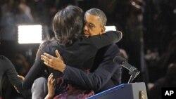 El abrazo de los Obama fue el más republicado en la red de Twitter. Destacado.