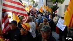 Cuộc biểu tình diễn ra trước Tòa Lãnh Sự Việt Nam tại San Francisco.