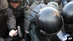 دستگیری ١٥٠ نفر دراعتراضات آزادی خواهی توسط پولیس روسیه