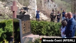 Spmenik žrtvama sela Trusina