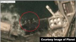 일일 단위로 위성사진을 보여주는 '플래닛 랩스' 자료에 따르면 '진룽' 호가 나홋카 항에 머문 시점인 1일 오전 11시14분, 석탄으로 보이는 검정색 물질 바로 옆에 정박해있다. 사진 제공=Planet Labs Inc.