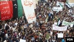Demonstrasi besar-besaran menuntut mundurnya Presiden Bashar al-Assad di kota Homs (foto: dok).