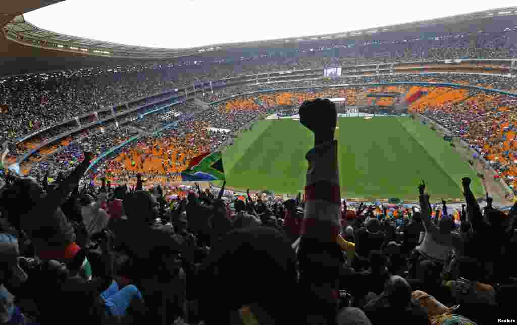 People cheer as U.S. President Barack Obama speaks at the FNB Stadium during the memorial service for Nelson Mandela in Johannesburg, Dec. 10, 2013.
