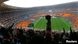 Over 60,000 Pay Tribute to Mandela in Johannesburg
