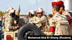 Les forces militaires en poste dans le nord du Sinaï, en Égypte, le 1er décembre 2017. (Photo REUTERS/Mohamed Abd El Ghany)