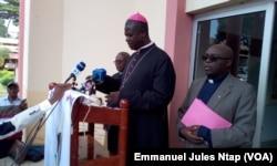Monseigneur Samuel Kleda, président de la conférence épiscopale nationale du Cameroun lors du point de presse ce 14 juin 2017 à Yaoundé. (VOA/Emmanuel Jules Ntap)
