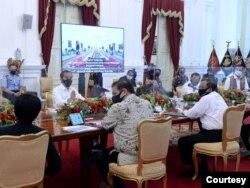 Presiden Jokowi dalam Rapat Terbatas di Istana Merdeka, Jakarta, Senin (24/8) sebut Buka Peluang Vaksin COVID-19Merah Putih Dijual ke Negara lain (Setpres RI)