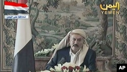In this image made from video, Yemeni President Ali Abdullah Saleh speaks during a televised address from Saudi Arabia, August 16, 2011. (file photo)