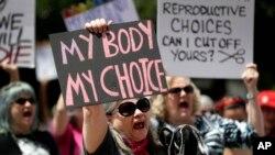 Protest za pravo na abortus ispred zgrade Skupštine Teksasa u Ostinu