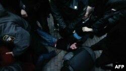 В Москве снова разогнали пикетчиков