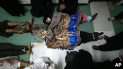 반정부 시위대를 유혈진압한 예멘 정부군. 사망한 타이즈 시 시민들 중에는 여성들과 9살짜리 아동도 포함되어있다.