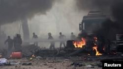 Các cuộc oanh kích do quân đội chính phủ Syria thực hiện nhắm mục tiêu vào cứ địa của Nhà nước Hồi giáo ở Raqqa giết chết ít nhất 25 người, trong đó có 16 thường dân.