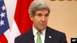 Ngoại trưởng Hoa Kỳ John Kerry nói chuyện tại một cuộc họp báo ở Jakarta, Indonesia, 17/2/14