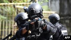 Polisi antiteror dalam latihan kontraterorisme di pelabuhan Benoa, Bali, 8 Maret 2018 (Foto: AFP)