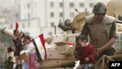 Vojnici na ulicama Kaira