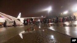 러시아의 해킹 의혹과 관련해 미국에서 추방된 러시아 외교관과 가족들을 태운 특별기가 2일 모스크바 외곽 부노코포 공항에 도착했다고, 러시아 매체가 보도했다.