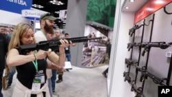 Godišnji sastanak članova Nacionalnog udruženja vlasnika oružja (NRA)