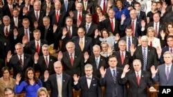 지난 1월 미국 제114대 의회 개회식에서 공화당 소속 하원의원들이 선서를 하고 있다. 보수성향의 티파티 단체들은 다수의 공화당 정치인들을 후원하고 있다.