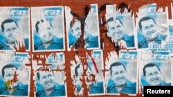 Агитационные плакаты Уго Чавеса с предыдущих президентских выборов. Каракас, Венесуэла. 9 марта 2013 года