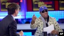 """ອະດີດດາລາກິລາບານບ້ວງ Dennis Rodman ທີ່ຫາກໍກັບຄືນ ມາຈາກການຢ້ຽມຢາມເກົາຫຼີເໜືອ ໃຫ້ສໍາພາດໃນລາຍການ """"This Week"""" ຂອງໂທລະພາບ ABC."""