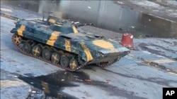 從錄像畫面的照片顯示﹐ 12月26日在霍姆斯市街上仍然看見敘利亞坦克行使。