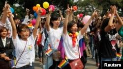 数百人在越南首都河内参加同性恋婚礼